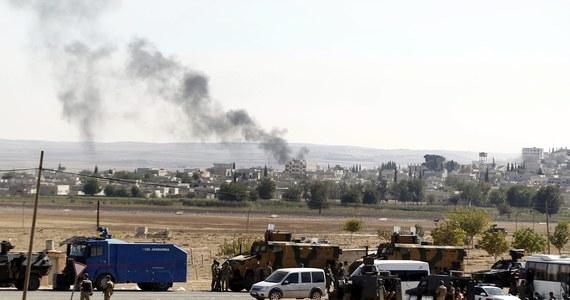 Część kurdyjskiego miasta Kobane na granicy syryjsko-tureckiej jest już w rękach dżihadystów. Według Syryjskiego Obserwatorium Praw Człowieka Państwo Islamskie chce zdobyć to miasto, aby zapewnić sobie kontrolę nad całym obszarem wzdłuż granicy syryjsko-tureckiej. Kobane to trzecie co do wielkości kurdyjskie miasto w Syrii, położone kilka kilometrów od tureckiej granicy.