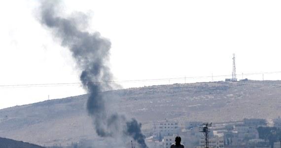 Dżihadyści z Państwa Islamskiego (IS) opanowali już ponad 70 proc. strategicznego miasta Kobane. Jest ono położone tuż przy granicy z Turcją i zamieszkałe przez syryjskich Kurdów - przypomina Syryjskie Obserwatorium Praw Człowieka.