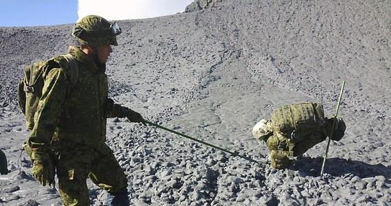 Ponad tydzień po niespodziewanej erupcji wulkanu Ontake, w środkowej Japonii, ratownicy znaleźli  zwłoki dwóch kolejnych osób. Liczba ofiar śmiertelnych wybuchu wulkanu wzrosła do 53. To największa katastrofa tego typu w Japonii w ostatnich latach.