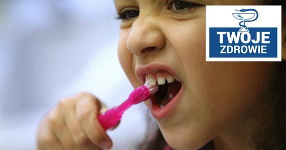 99 proc. dorosłych Polaków ma próchnicę. Problemy zaczynają się już w dzieciństwie - aż 80 proc. pięciolatków w Polsce ma chore zęby. W środę w naszym cyklu Twoje zdrowie w Faktach RMF FM zajmiemy się właśnie problemem stanu jamy ustnej Polaków.