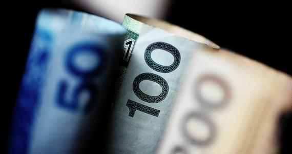 """Ponad 32 mld zł mogą kosztować budżet najnowsze obietnice rządzących polityków - policzyła """"Rzeczpospolita"""". """"Nie stać nas na to"""" - biją na alarm eksperci."""