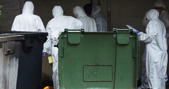 Policja ustali kim byli dwaj mężczyźni, których ciała znaleziono w śmietniku przy Długim Targu w Gdańsku.