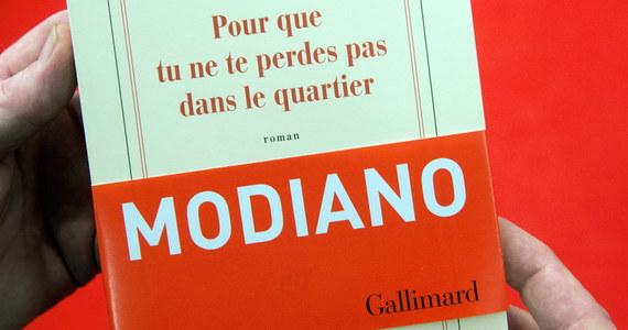 """Patrick Modiano, tegoroczny laureat literackiego Nobla, jest autorem powieści, w których powraca motyw II wojny światowej i Zagłady Żydów. Za jego najwybitniejszą powieść uważana jest książka """"Rue des boutiques obscures"""". Po polsku ukazała się ona w 1981 r. jako """"Uliczka ciemnych sklepików""""."""