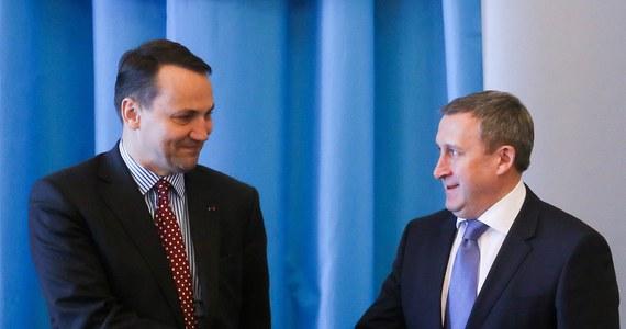 Nowym ambasadorem Ukrainy w Polsce zostanie były szef MSZ w Kijowie Andrij Deszczyca - oświadczył wiceszef administracji prezydenta Petra Poroszenki Wałerij Czały. Potwierdził tym samym krążące dotąd nieoficjalne informacje na temat tej nominacji.