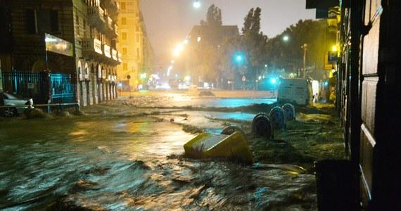 Włoskie miasto Genua znalazło się pod wodą po przejściu gwałtownych ulew. Zginęła jedna osoba. Wyrażane są obawy, że mogą być zaginieni. Sytuację w stolicy Ligurii określa się jako krytyczną.