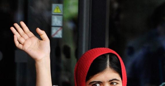 """""""Możemy już przewidzieć, że będzie dyskusja: za młoda, są ważniejsi, są mężowie i mędrcy tego świata. Komitet Noblowski podjął bardzo trafną decyzję. Te wyróżnienia są dowodem na to, że prawa człowieka zyskują nowe wartości"""" -  mówi o tegorocznych laureatach Pokojowej Nagrody Nobla: Malali Yousafzai i Kailashu Satyarthi, prof. Józef Bukowski z łódzkiej Wyższej Szkoły Studiów Międzynarodowych."""