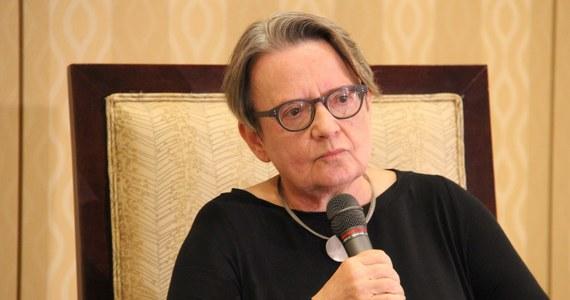 """W trzecim sezonie głośnego serialu """"House of Cards"""" będzie więcej polityki międzynarodowej, w tym wątki rosyjskie - ujawniła reżyserka Agnieszka Holland. Pracuje w USA na planie dwóch odcinków. Holland nie wykluczyła też """"rosyjskiego konfliktu""""."""