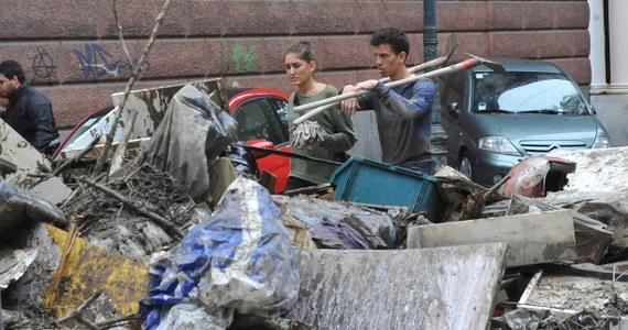 Na co najmniej 300 milionów euro oszacowano straty, które spowodowała powódź w Genui na północy Włoch. Zginęła jedna osoba.