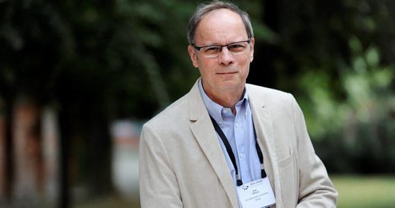 """""""Prof. Jean Tirole to specjalista od  mikroekonomii. Został wyróżniony za zbadanie funkcjonowania karteli i monopoli. Dzięki jego badaniom rządy mogą zachęcać najbardziej wpływowe firmy, aby stawały się bardziej wydajne bez szkód dla konkurencji na rynku"""" - mówi o tegorocznym laureacie Nagrody Nobla Jakub Borowski ze Szkoły Głównej Handlowej, ekonomista Credit Agricole."""