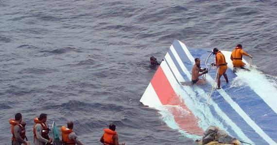 """""""Ku***, zginiemy"""" - takie były ostatnie słowa pilota samolotu linii Air France, który w 2009 roku spadł do Oceanu Atlantyckiego. Jak podaje gazeta """"New York Post"""", pilot maszyny wiedział, że katastrofa jest nieunikniona."""
