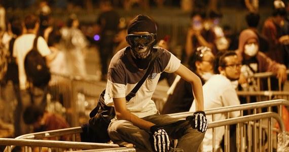Minionej nocy policja w Hongkongu zatrzymała 45 uczestników protestów ulicznych. Działania przeciw demonstrantom, w większości studentom, były najostrzejsze w ciągu ostatniego tygodnia.
