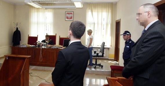 Sąd Rejonowy w Siemianowicach musi ponownie przeprowadzić proces byłego oficera ABW Grzegorza S., oskarżonego o niedopełnienie obowiązków w czasie zatrzymywania Barbary Blidy. Katowicki sąd okręgowy uchylił ubiegłoroczny wyrok skazujący funkcjonariusza na pół roku więzienia w zawieszeniu.