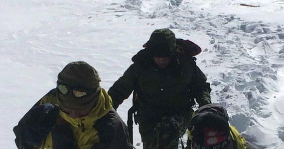 """""""Przez cały trekking pogoda była idealna, nagle nastąpiło załamanie. Spadł olbrzymi śnieg. Zaczął wiać ostry wiatr i stała się tragedia"""" - mówi dla RMF FM Kuba Bociąga, który przeszedł trasę trekkingową pod Annapurną tuż przed załamaniem pogody. Październik jest najpopularniejszym miesiącem trekkingowym dla tysięcy zagranicznych wspinaczy w Nepalu."""