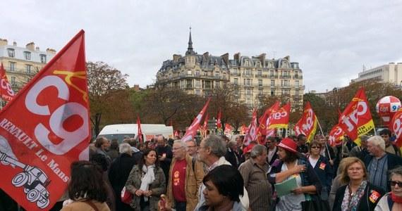 Gigantyczna fala demonstracji w blisko 150 miastach Francji przeciwko zapowiadanym przez prezydenta Hollande'a drastycznym cięciom budżetowym. Związkowcy oskarżają Niemcy o zapędzanie Francji i całej Unii Europejskiej w ślepą uliczkę coraz boleśniejszego zaciskania pasa.