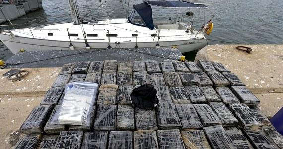 Policja skonfiskowała 600 kg kokainy ukrytej na jachcie, który płynął po wodach międzynarodowych u wybrzeży wsi Sagres, na południu Portugalii. Zatrzymano dwóch Ukraińców w wieku 39 i 45 lat.
