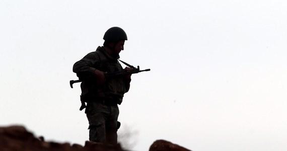 Czterech zatrzymanych terrorystów po obławie służb w zachodnich i północnych Niemczech. Wspierali dwie organizacje, w tym milicję Państwa Islamskiego.
