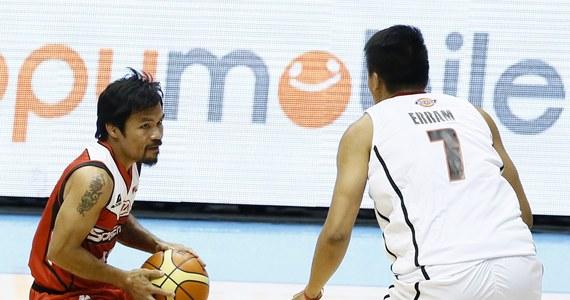 Manny Pacquiao, który 22 listopada w walce z Chrisem Algierim będzie bronił mistrzostwa świata w wadze półśredniej federacji WBO, zadebiutował jako koszykarz. Pięściarz pojawił się w drużynie występującej w lidze filipińskiej Kia Sorento, której jest trenerem.