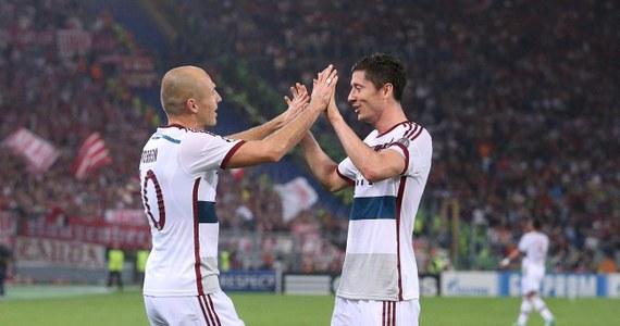 Robert Lewandowski zdobył bramkę i zanotował asystę w meczu trzeciej kolejki piłkarskiej Ligi Mistrzów, w którym Bayern Monachium rozgromił AS Roma 7:1. Brazylijczyk Luiz Adriano strzelił pięć goli dla Szachtara Donieck. We wtorek w Europie padło 40 bramek.