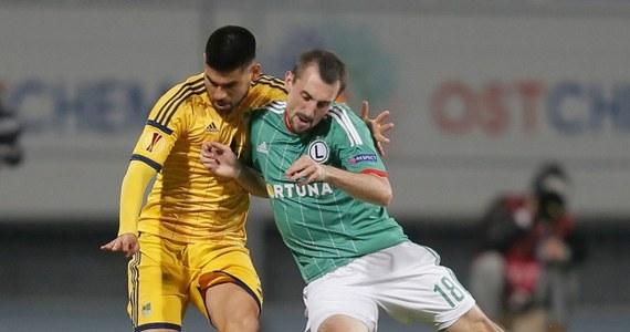 Legia Warszawa wygrała trzeci mecz w fazie grupowej Ligi Europejskiej i po raz trzeci 1:0. Tym razem udało się pokonać w Kijowie Metalista Charków. Trzy punkty zapewnił Ondrej Duda. Sędzia podyktował w tym meczu dwa rzuty karne. Oba nie zostały zamienione na bramki.