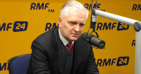 """""""Obóz rządzący podjął decyzję, żeby wyciszyć sprawę Sikorskiego. Będą mówić: 'Ciszej nad tą trumną'. Ja zagłosuję za odwołaniem go. Żałuję, że w taki sposób przekreślił swoje szanse na odgrywanie ważnej roli w polityce"""" - mówi w Kontrwywiadzie RMF FM Jarosław Gowin. """"Sikorski w wywiadzie dla Politico mówił prawdę. Nie wiem kiedy, ale Putin powiedział Tuskowi to, co zacytował Sikorski. Można było traktować to jako żart, ale tylko do momentu rosyjskiego najazdu na Gruzję"""" - podkreśla."""