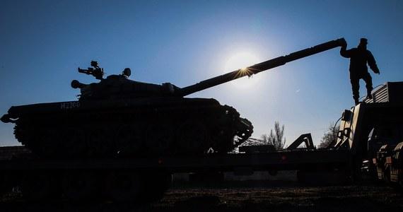 """Na wschodzie Ukrainy nadal przebywa pewna liczba rosyjskich żołnierzy. Mimo częściowego wycofania oddziałów, Rosja utrzymuje nadal """"skuteczne"""" siły na granicy z Ukrainą - mówi dowódca sił NATO w Europie generał Philip Breedlove."""