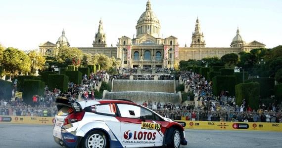 Robert Kubica (Ford Fiesta WRC) zajmuje szóste miejsce po siedmiu odcinkach specjalnych Rajdu Hiszpanii, przedostatniej eliminacji samochodowych mistrzostw świata. Prowadzi broniący tytułu Francuz Sebastien Ogier (VW Polo WRC). Polak traci do lidera 57 s.