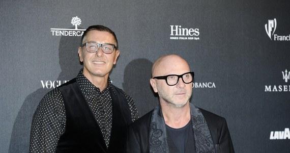 """Sąd Najwyższy Włoch uniewinnił projektantów mody Domenico Dolce i Stefano Gabbanę, skazanych wcześniej przez sądy niższej instancji za oszustwa podatkowe. """"Zawsze byliśmy uczciwymi ludźmi, niech żyją Włochy"""" - tak skomentowali oczyszczenie z zarzutów."""