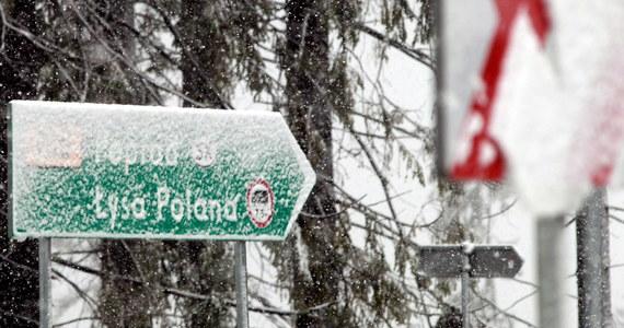 Warunki do pieszych wędrówek wysoko w Tartach są bardzo trudne. Leży tam śnieg. Lepiej jest w niższych partiach gór.