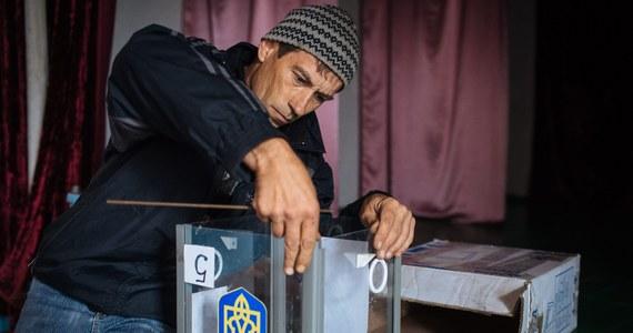 Na dzień przed wyborami na Ukrainie, Służba Bezpieczeństwa zatrzymała kilka grup rosyjskich dywersantów. Pojawiły się również ostrzeżenia o możliwych zamachach i prowokacjach w dzień głosowania.