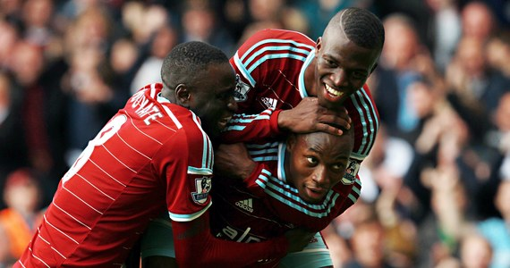 Broniący tytułu piłkarskiego mistrza Anglii Manchester City poniósł drugą w sezonie ligową porażkę. W dziewiątej kolejce uległ w Londynie rewelacyjnie spisującemu się West Ham United 1:2.