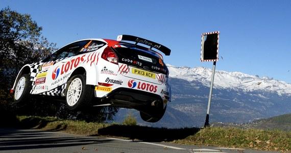 Czterokrotny mistrz Polski Kajetan Kajetanowicz (Ford Fiesta R5) wycofał się po 16. odcinku specjalnym z Rajdu du Valais, 10. rundy tegorocznych mistrzostw Europy. W samochodzie doszło do wycieku oleju i pożaru w komorze silnika.