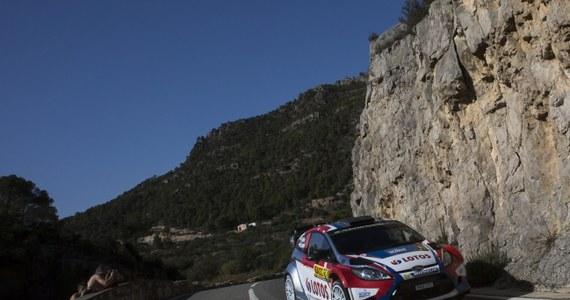 Robert Kubica, który w sobotę na ostatnich kilometrach 11. odcinka specjalnego urwał koło, w niedzielę wrócił na trasę samochodowego Rajdu Hiszpanii w systemie Rally 2. Niestety, Polak nie ma szans na miejsce w czołówce.