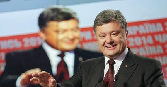 Prezydent Ukrainy Petro Poroszenko, którego blok – według nieoficjalnych informacji – wygrał wybory parlamentarne, liczy na to, iż konsultacje w sprawie utworzenia koalicji parlamentarnej rozpoczną się już dziś i zakończą w ciągu 10 dni. Zapowiedział też, że zgłosi kandydata na premiera, którego zaproponuje koalicja. Wiceminister spraw zagranicznych Rosji - Grigorij Karasin - potwierdził już, że Moskwa uzna wyniki wyborów na Ukrainie.