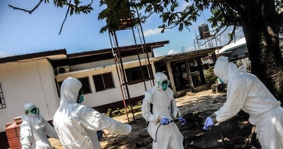 """""""Aby skutecznie walczyć z epidemią eboli w zachodniej Afryce, trzeba szybko zmobilizować blisko 40 tysięcy lekarzy, pielęgniarek i personelu pomocniczego"""" - ocenił w unijny koordynator ds. walki z epidemią. """"Musimy działać z determinacją, szybko i w sposób skoordynowany w walce z ebolą, aby ratować ludzkie życie"""" - podkreślał Christos Stylianides, który jest jednocześnie nowym komisarzem UE ds. pomocy humanitarnej i zarządzania kryzysowego."""