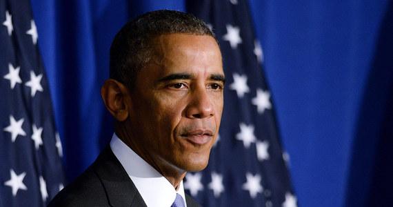 """Prezydent USA Barack Obama pogratulował Ukraińcom niedzielnych wyborów parlamentarnych, które okazały się """"udane"""" pomimo """"trudnej sytuacji"""" utrzymującej się w niektórych regionach kraju. """"To nowy etap w rozwoju demokratycznej Ukrainy"""" - podkreślił amerykański przywódca."""