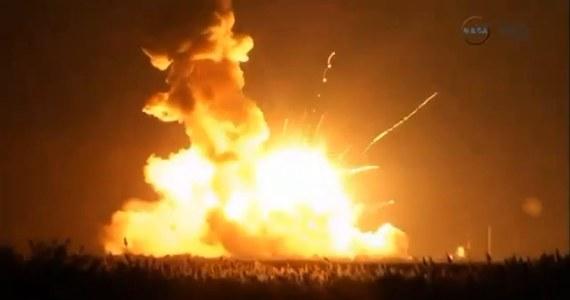 Podczas startu eksplodowała rakieta z amerykańskim bezzałogowym statkiem transportowym Cygnus, który miał dostarczyć zaopatrzenie na Międzynarodową Stację Kosmiczną (ISS) - poinformowała telewizja CNN. Na skutek eksplozji nikt nie ucierpiał.