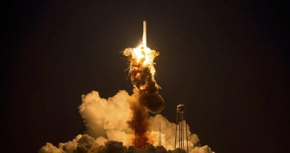 Po południu czasu polskiego rozpoczęły się oględziny miejsca, gdzie po eksplozji runęła rakieta Antares. W nocy podczas nieudanej próby startu z ośrodka NASA Wallops w stanie Wirginia doszło do wybuchu bezzałogowego statku, który miał dotrzeć do Międzynarodowej Stacji Kosmicznej.