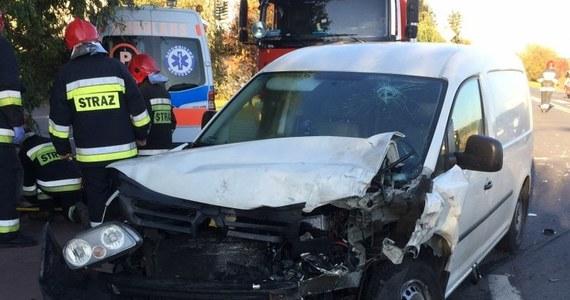 Cztery osoby zostały ranne w zderzeniu czterech aut na ulicy Czekoladowej we Wrocławiu. Trasa będzie zablokowana co najmniej do godz. 16:30.