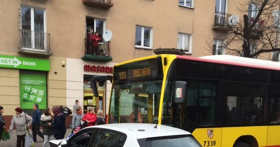 Karambol w centrum Wrocławia. Na skrzyżowaniu ulic Hallera i Powstańców Śląskich zderzyło się dziewięć samochodów i autobus. Jego kierowca najprawdopodobniej zasłabł. W wypadku poszkodowanych zostało sześć osób. Informację dostaliśmy na Gorącą Linię RMF FM.