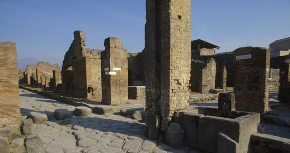 Kanadyjska turystka oddała po pół wieku ornament z terakoty, który ukradła na terenie wykopalisk archeologicznych w Pompejach podczas podróży poślubnej. Doceniając gest turystki, włoscy karabinierzy odstąpili od jej ukarania.