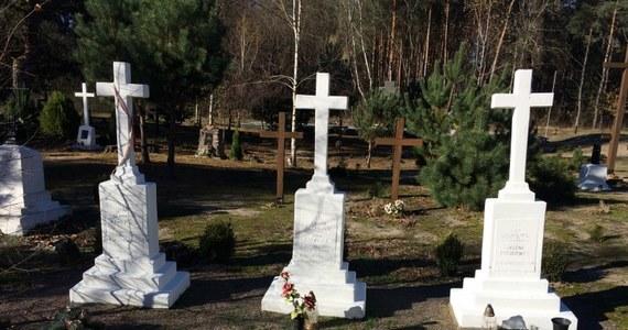 Rzeź Wołyńska - jedna z najtrudniejszych kart polsko-ukraińskiej historii. Dla Polaków UPA to bandyci, mordercy, którzy bezwzględnie realizowali przyjęty plan ideologiczny. W skrócie brzmiał - kto nie Ukrainiec, nie może tu żyć. Nie wypędzali, nie przesiedlali, tylko mordowali, żeby już tu nigdy Lachów nie było - mówią ci, którzy przeżyli. Po banderowskich mordach pozostały polskie cmentarze. Nieliczni jednak mają własne groby. W większości ich szczątki leżą w miejscach, w których były polskie wsie. Były….