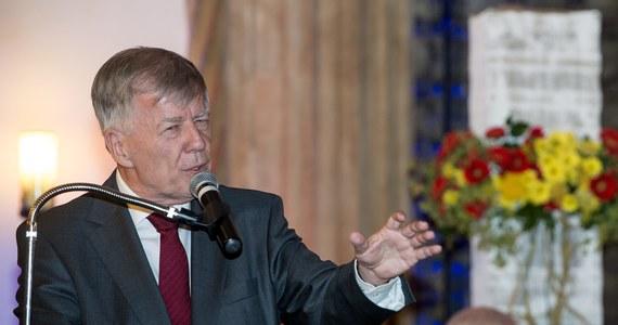 Grzegorz Braun wygrał proces przeciwko polskiemu państwu przed Europejskim Trybunałem Praw Człowieka. Reżyser kilka lat temu oskarżył znanego językoznawcę Jana Miodka o współpracę ze Służbą Bezpieczeństwa. Strasburscy sędziowie jednomyślnie uznali, że skazanie go za pomówienie w naszym kraju, stanowiło naruszenie prawa reżysera do swobody wypowiedzi.