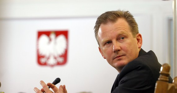 Trzy osoby zostały zatrzymane w związku z kwietniowym pobiciem wiceszefa Komisji Nadzoru Finansowego Wojciecha Kwaśniaka. Wszyscy usłyszeli zarzuty czynnej napaści, dwóch zostało tymczasowo aresztowanych.