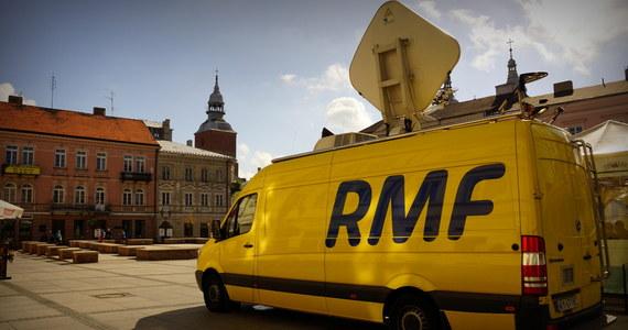 """Jędrzejów, Pasłęk, Jarosław, Bolesławiec, Leszno, a może Racibórz? W którymś z tych miast w najbliższą sobotę zaparkuje żółto-niebieski wóz satelitarny RMF FM, a nasz reporter opowie o historii, zabytkach czy lokalnych ciekawostkach. Co tydzień """"Twoje Miasto w Faktach RMF FM"""" nadajemy z innego miejsca w Polsce, które wskażecie w głosowaniu na RMF24.pl! Decydować możecie do czwartku do godziny 12."""