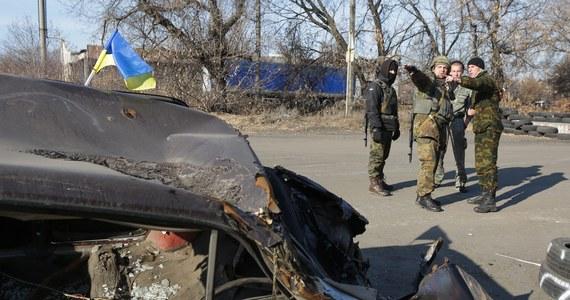 """""""Ukraina musi przygotować się na negatywny scenariusz rozwoju sytuacji na wschodzie kraju"""" - oświadczył ukraiński prezydent. Petro Poroszenko na posiedzeniu Rady Bezpieczeństwa Narodowego zapowiedział wzmocnienie garnizonów w Mariupolu i Charkowie w obawie przed atakami prorosyjskich separatystów."""