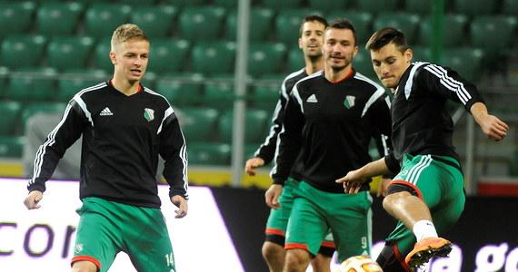 Piłkarze Legii Warszawa, którzy wieczorem (godz. 21.05) podejmą Metalist Charków, mogą zapewnić sobie udział w 1/16 finału Ligi Europejskiej na dwie kolejki przed końcem fazy grupowej. Warunkiem jest powiększenie do siedmiu punktów przewagi nad KSC Lokeren.