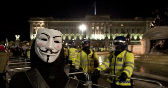 Do starć brytyjskiej policji z antykapitalistami z ruchu Anonymous doszło przed Pałacem Buckingham w Londynie - po marszu spod siedziby parlamentu. W manifestacji w Dzień Guya Fawkesa wzięło udział kilka tysięcy osób.