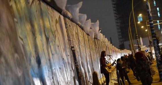 Wydarzenia jesieni '89 w NRD, których kulminacją był upadek muru berlińskiego 9 listopada, oznaczały nie tylko załamanie się jednej z najbardziej dogmatycznych dyktatur bloku wschodniego, ale także świt nowej Europy, współtworzonej przez zjednoczone Niemcy.