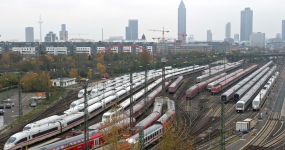 Już w sobotę wieczorem ruszą wszystkie pociągi niemieckich kolei. Niemiecki związek zawodowy maszynistów kolejowych GDL poinformował bowiem, że skróci strajk zapowiedziany początkowo aż do rana w poniedziałek.