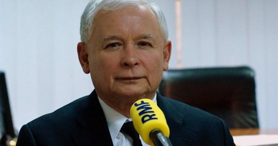 """""""Nadużycia związane z groszem publicznym są absolutnie nie do przyjęcia""""– ocenia zachowanie trzech zawieszonych posłów PiS gość Krzysztofa Ziemca w RMF FM, prezes Prawa i Sprawiedliwości Jarosław Kaczyński. """"Panowie zrobili sobie wielką krzywdę. Będę się domagał usunięcia z partii. To powinno być załatwione w ciągu najbliższych kilku dni"""" – dodaje były premier."""